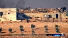 Der Screenshot zeigt, wie sich die Rakete (roter Punkt) den beiden Panzer nähert.