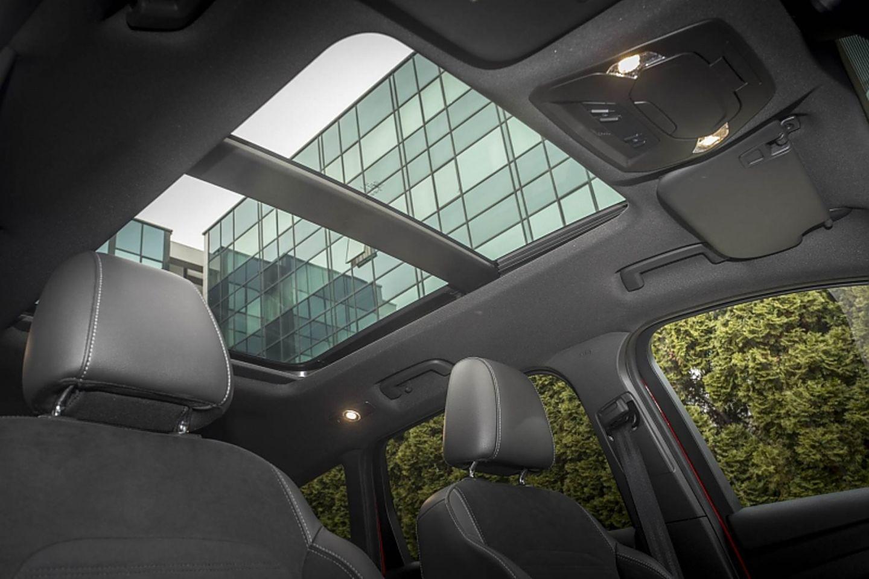Es werde Licht: Ein Panorama-Glasdach sorgt für angenehmes Ambiente