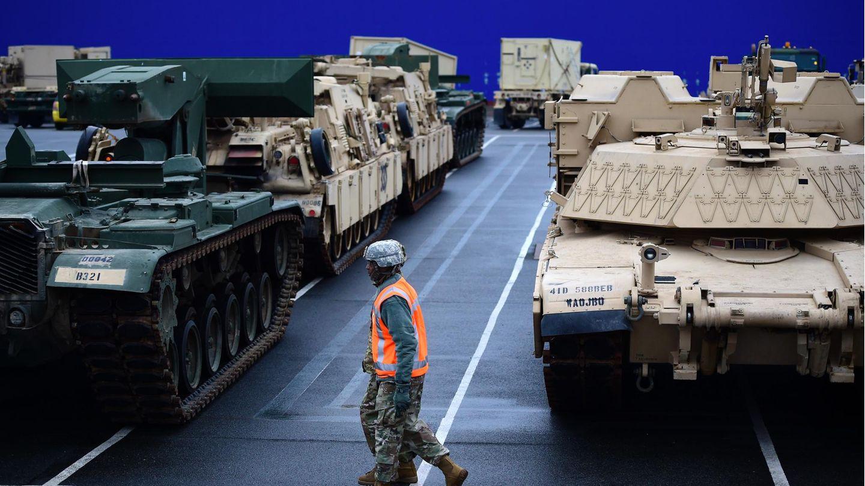Brigade ini dipersenjatai dengan tank tempur utama M1 Abrams dan kendaraan lapis baja Bradley.