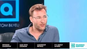 """Simon Sinek fragt : """"Wie können Millenials im Arbeitsleben glücklich werden."""""""