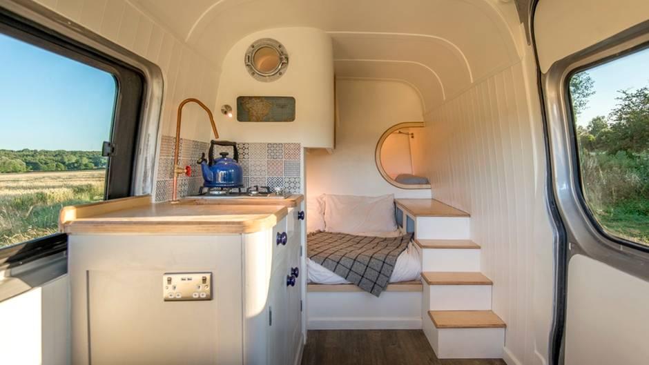 Dieses Paar baute sich selbst den coolsten Camper | STERN.de