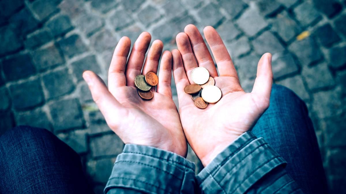 Armut Und Mittelschicht Als Illusion: Ab Wann Ist Man Arm