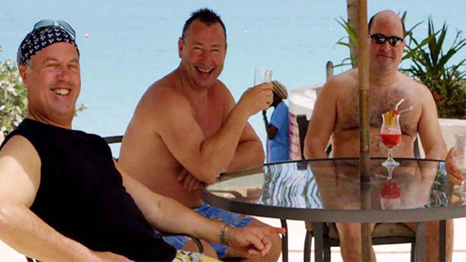 Lynden Scourfield (rechts) mit seine Komplizen David Mills (Mitte) und Michael Bancroft auf Barbados in der Karibik