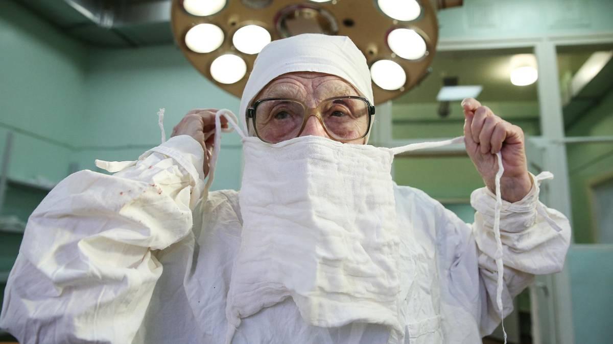 Älteste Chirurgin Russlands: Alla ist 90, operiert jeden Tag und denkt nicht ans Aufhören