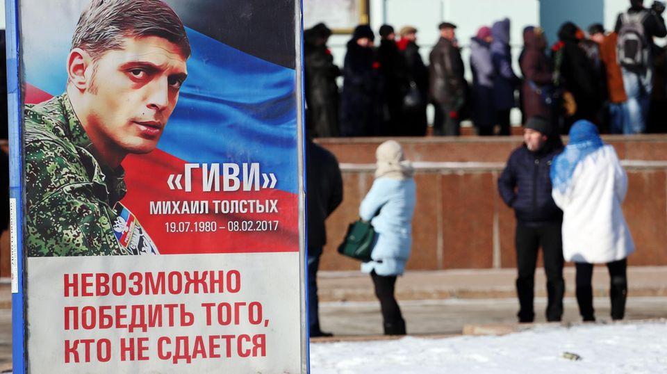 In Donezk herrscht Trauer. Plakate erinnern an den berüchtigten Kommandeur Giwi