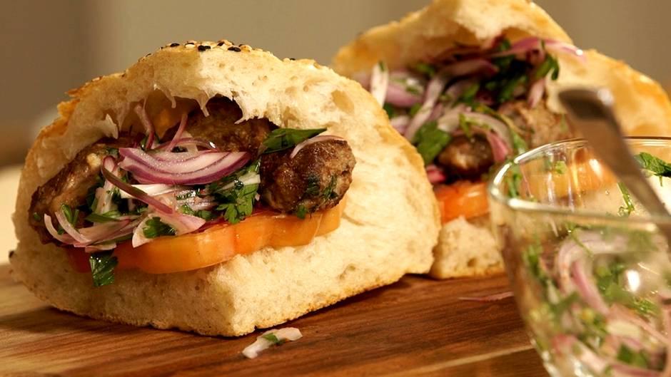 Türkische Hackfleischbällchen: Das ist der bessere Döner – Köfte im Fladenbrot