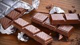 Tafel Schokolade  Im Gefrierschrank: bis zu 18 Monate  Im Kühlschrank: bis zu einem Jahr  Im Vorratsschrank: 6 bis 9 Monate