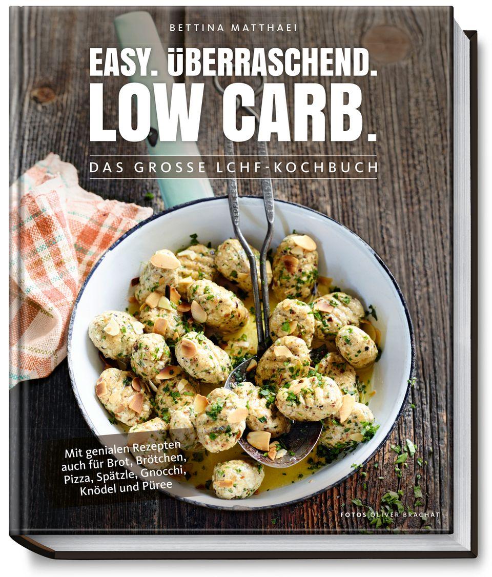 Mehr Low-Carb-Rezepte in : Easy. Überraschend. Low Carb. DAs große LCHF-Kochbuch. Von Bettina Matthaei. Becker Joest Volk Verlag. 192 Seiten. 29,99 Euro.