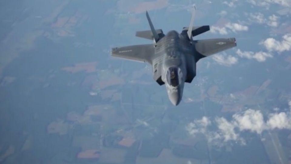Tarnkappen-Kampfjet F-35 im Flug
