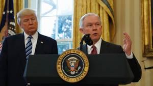 """Nach Recherchen der """"Washington Post"""" soll auch Jeff Sessions Kontakte mit einem russischen Botschafter verschwiegen haben."""