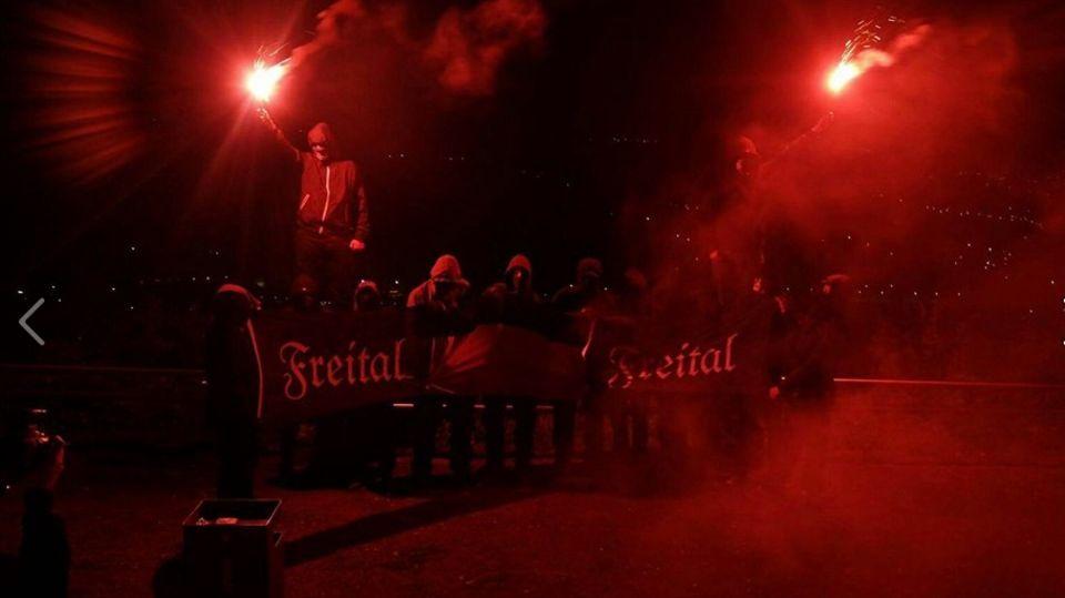 """So posierte die """"Bürgerwehr"""" aus Freital auf ihrer Facebook-Seite"""