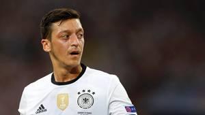 In seinem Buch beschreibt Mesut Özil die schwierige Zeit vor und nach seinem Wechsel zu Arsenal