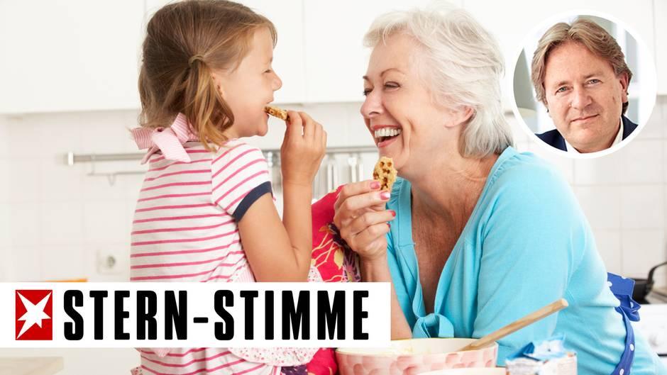 Auch in der Küche können Oma und Enkelin viel Spaß zusammen haben (Symbolbild)