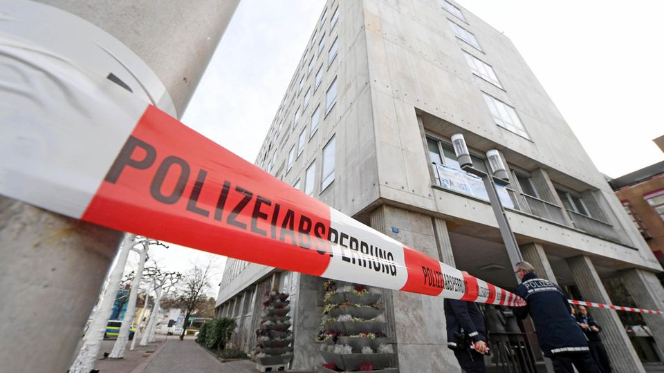 Das abgesperrte Rathaus von Gaggenau