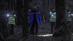 Polizisten suchen Familie
