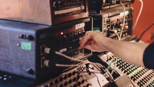 Saite an Saite: Nils Frahms Klangwelt Klangwelt ist ein Mashup aus Clubsound und Kammerorchester