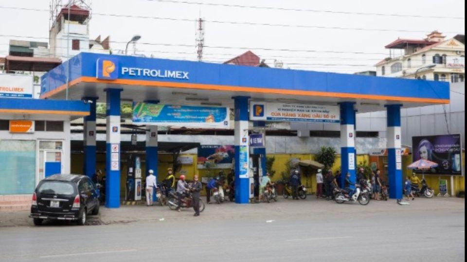 Benzin ist im Durchschnitt sonntags am billigsten, freitags am teuersten.