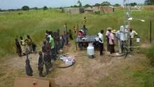 Im ländlichen Burkina Faso errichten die Kooperationspartner eine Messstation