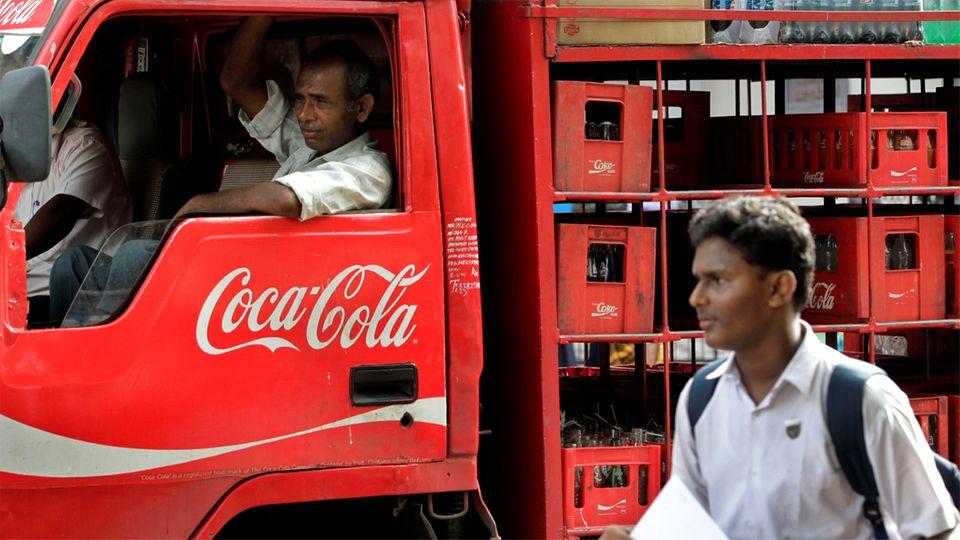 Ein Lkw vom Hersteller Coca-Cola in Indien unterwegs