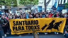 Proteste seiner in den USA geborene Töchter gegen Ausweisung eines Mexikaners durch die Regierung von Donald Trump