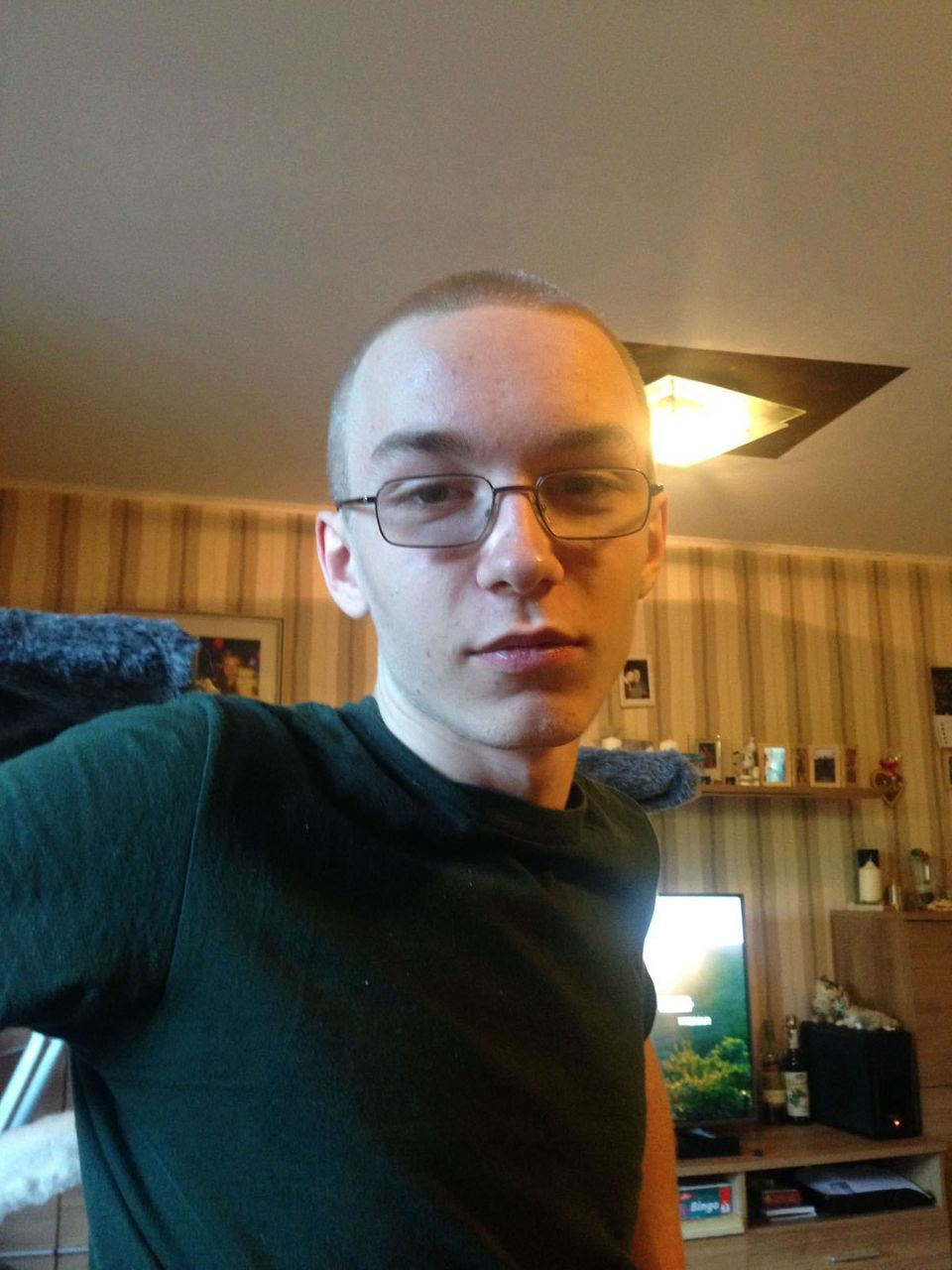 Fahndungsfoto zeigt einen dringend tatverdächtigen 19-jährigen Mann aus Herne