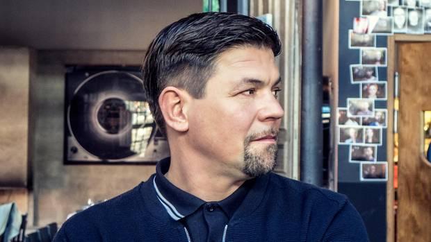 """Tim Mälzer: Bei """"Kitchen Impossible"""" unterscheidet er nicht zwischen Freund und Konkurrent."""
