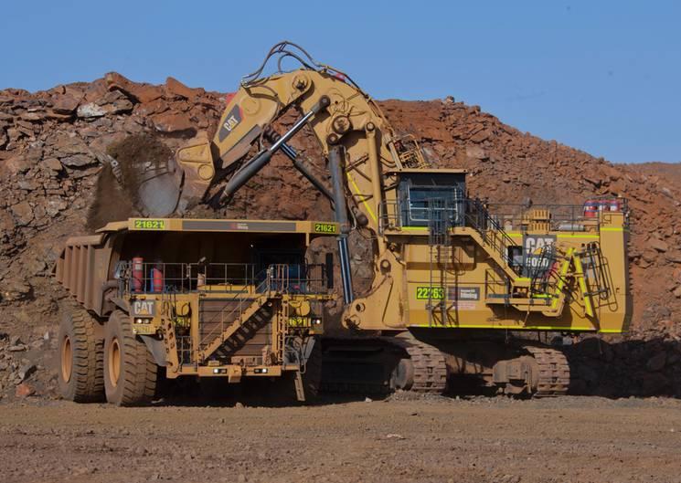 Caterpillar 6060  Auf Platz 10 landet der Caterpillar 6060. Der kleinste Bagger der Top 10 ist schon stolze 15,9 Meter groß und bringt 570 Tonnen auf die Waage. Seine Motorleistung: 3045 PS.