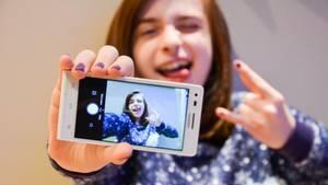 Schon wieder ein Selfie misslungen? Wir zeigen euch, wie es richtig geht!