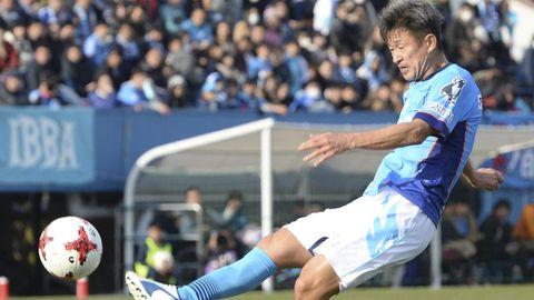 Fußballprofi Kazuyoshi Miura aus Japan in Aktion