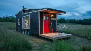 Das Tiny House von Greenmoxie hat sogar eine Terrasse.