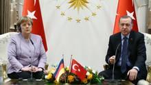 Präsident Recep Tayyip Erdogan and Kanzlerin Angela Merkel beim Treffen in Ankara am 2. Februar 2017.