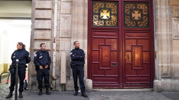 Polizei steht vor der Tür von Kim Kardashians Wohnung