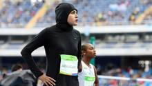 100-Meter-Sprinterin Kariman Abuljadayel aus Saudi-Arabien - eine der wenigen Sportlerinnen mit einem Kopftuch