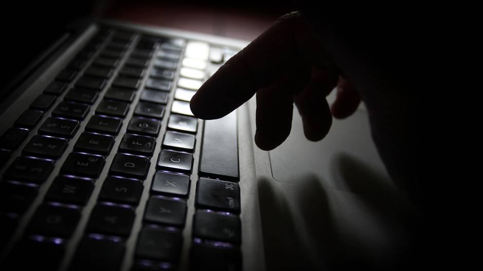 Jahrelang hatte der Verdächtige sich in sozialen Netzwerken als Justin Bieber ausgegben