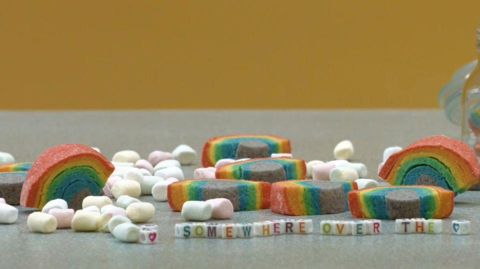 Regenbogenkekse ganz einfach selbst gemacht.