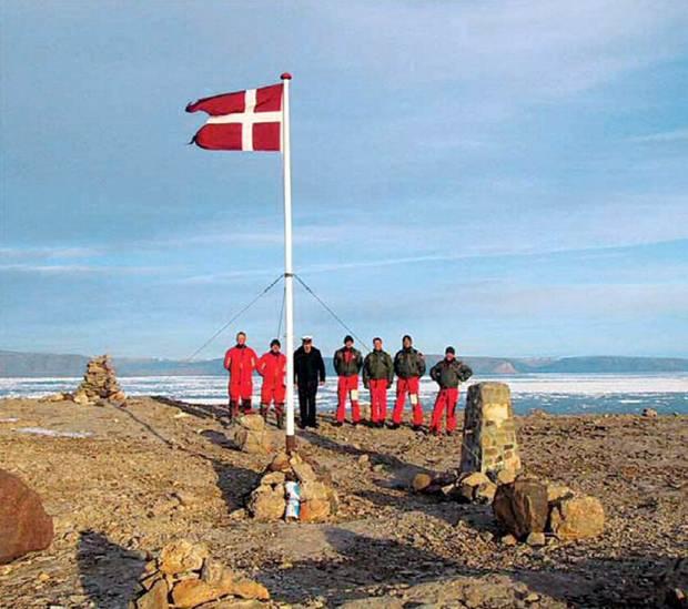 Dänische Marinesoldaten auf der Hans-Insel in der Arktis