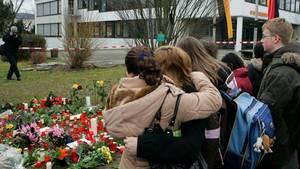 Schüler betrauen Opfer des Amoklaufs von Winnenden