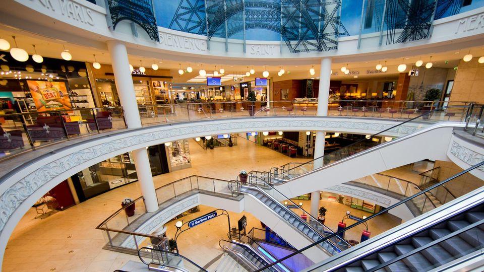 In Essen hat die Polizei aus Sicherheitsgründen das Shopping-Center am Limbecker Platz geschlossen