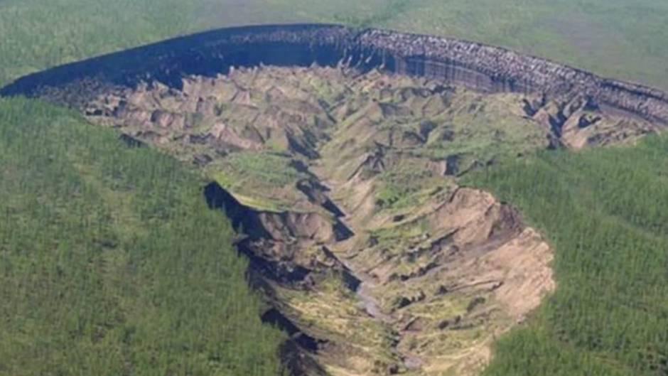 """Batagaika-Krater in Sibirien: Russen fürchten sich vor dem """"Tor zur Unterwelt"""""""