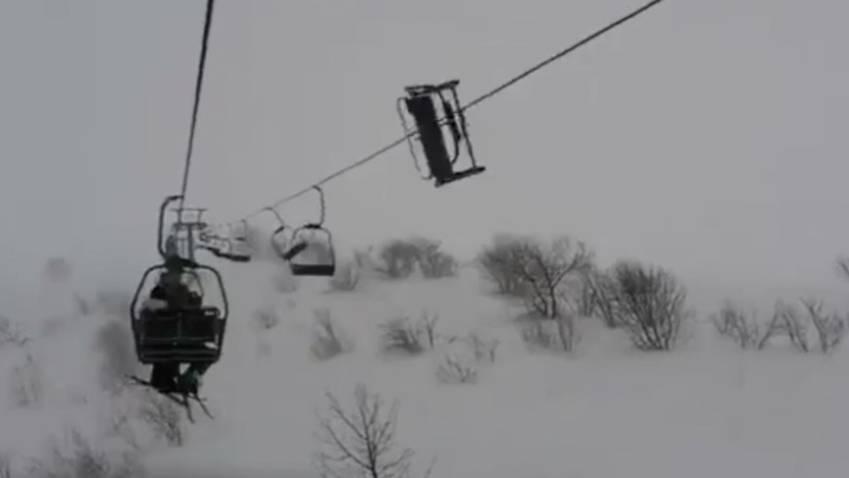 Drama im Skigebiet: Skifahrer bleiben in Sessellift stecken - mitten im Sturm