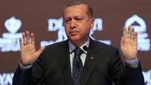 Der türkische Staatspräsident Recep Tayyip Erdogan lässt in Europa für seine geplante Verfassungsreform werben