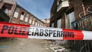 """Auf dem Gelände der ehemaligen Papierfabrik """"Hermes"""" in Düsseldorf wurde der Leichnam einer 15-Jährigen gefunden."""