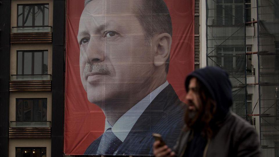 Der türkische Staatspräsident Recep Tayyip Erdogan teilt weiter verbal scharf aus