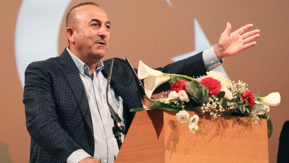Der türkische Außenminister Mevlüt Cavusoglu soll noch 15 Auftritte von türkischen Politikern in Deutschland angekündigt haben
