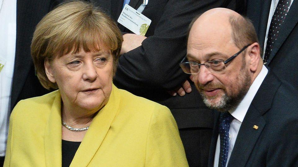 Angela Merkel und Martin Schulz im Bundestag - Die Spitzenkandidaten von CDU und SPD liegen im Wahltrend nahezu gleichauf