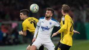 Kevin Pires-Rodrigues (M.) und die Sportfreunden Lotte kämpften aufopferungsvoll gegen den BVB - und lange auch erfolgreich