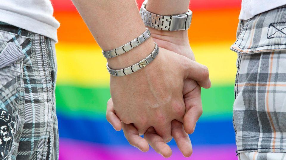 Manche Menschen sind auch im Jahr 2017 immer noch der Meinung, dass Schwule und Lesben bekehrt werden müssten