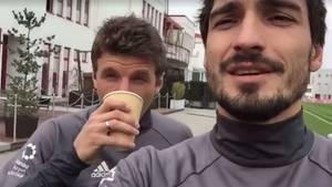 Mats Hummels (r.) und Thomas Müller (l.) werden sich wohl in der nächsten Zeit abseits des Fußballplatzes Wettkämpfe liefern