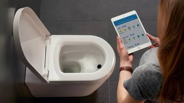 Hersteller Duravit stellte auf der Frankfurter Sanitärmesse ISH eine Toilette mit App-Anbindung vor, die zehn verschiedene Urinwerte misst.