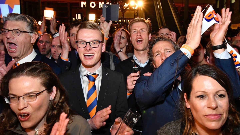 Niederlande-Wahl: Mitglieder der Partei VVD von Ministerpräsident Mark Rutte jubeln über den Sieg über Rechtspopulist Wilders